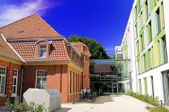 Historische und moderne Architektur - Bebauung des ehem. Krankenhausgeländes Hamburg Barmbek Nord.