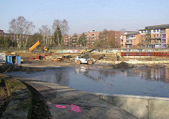 Bauarbeiten auf dem geräumten Bauwagenplatz - anlegen eines Parks in HH-Barmbek (2005)