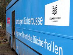 Aufschrift Hamburger Bücherbusse, Hamburger Öffentlichen Bücherallen / Logo Bücherhallen Hamburg.