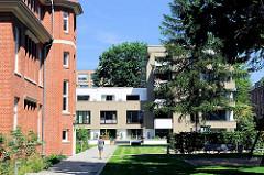 Neubauten und restaurierte Krankenhausgebäude - Areal des ehemaligen Allgemeinen Krankenhaus Hamburg Barmbek.