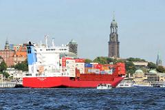 Feederschiff mit Containern beladen - NAVI BALTIC im Hafen Hamburgs - Wahrzeichen der Hansestadt die Michaeliskirche / Michel.