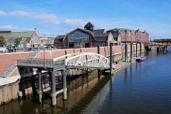 Anleger mit Wasserbrücke am Oberhafen an den Hamburger Deichtorhallen / Haus der Fotografie.