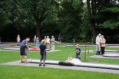Moderne Minigolfanlage im Hamburger Stadtpark.