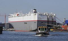 Bilder von Frachtschiffen im Hafen Hamburgs - Barkasse im Hansahafen - Stadtteile Hamburgs, Kleiner Grasbrook - Hafengebiet.