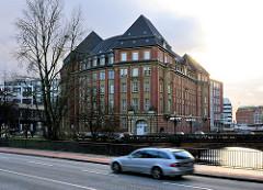 historisches Gebäude der ehem. Steuerbehörde in Hamburg Neustadt am Alsterfleet - Rödingsmarkt.