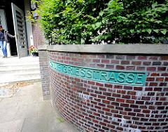 Eingang Schule Griesstrasse - Schulgebäude in Hamburg Hamm.