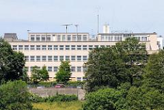 Ehemalige Seefahrtschule Rainvilleterrasse - erbaut 1935; ARchitekt Hans Meyer - Blick auf die Elbe.