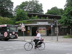 Friedrichsberg S-Bahnhof im Hamburger Stadtteil Dulsberg - Bushaltestelle Fahrrad.