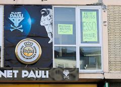 Fassade / Fenster am Spielbudenplatz in Hamburg St. Pauli - Planet Pauli, Kein Abriss Essohäuser.