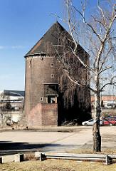 Zombeck Bunker auf der Veddel, Luftschutzturm der Bauart Zombeck - Luftschutzraum für ca. 1000 Menschen.