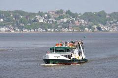 Personenfähre über die Elbe - Verbindung von Hamburg Blankenese mit Neuenfelde / Cranz.