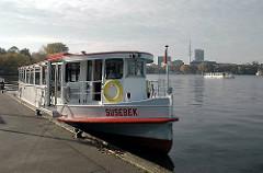 Fahrgastschiff Susebek am Anleger Atlantic/Volksfürsorge, Royal Meridien.