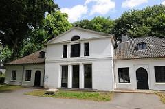 Nebengebäude des 1836 fertig gestellten Katharinenhofs - Architekturfotografie aus Hamburg Blankenese.
