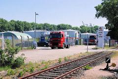 Einfahrt zum Tank - Terminal Hamburg Waltershof / Dradenau - Tanks auf dem Industriegelände (2007)