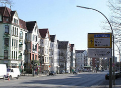 Fotos aus Eppendorf - Hamburger Bezirk Nord - Strassenbebauung Tarpbenbecker Strasse, Verkehrsschilder.