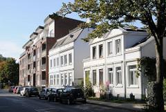 Historische und moderne Wohngebäude in Hamburg Stellingen, Steenwisch.