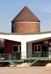 Laderampe Zollstation Hamburg Veddel - Zombeck Bunker, Luftschutzturm der Bauart Zombeck - Luftschutzraum für ca. 1000 Menschen.