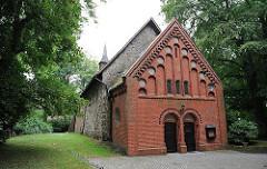 Anbau mit Ziegelfassade an der Sinstorfer Kirche - Veränderungungen um 1900 im Eingangsbereich.