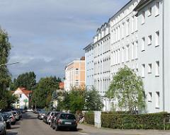 Mehrstöckige Wohnblocks mit frisch gestrichenen Fassaden / Hamburg Heimfeld Konsul-Francke Strasse.