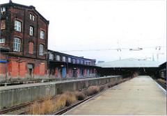 scan_28-2001 Gleisanlagen, Bahnsteige und Laderampen des Hauptgüterbahnhofs Oberhafen - historische Bahngebäude - Klinkergebäude. (2001)