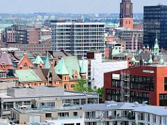 Luftaufnahme in der Hafencity Hamburg - Giebeltürme mit Kupfer gedeckt - Speichter und Verwaltungsgebäude - Neubauten.