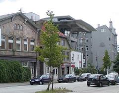 Harburger Schlossstrasse  - historische Bauten, Neubauten. (2002)