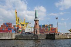 Hamburg Kaiserhöft - Hafen auf Steinwerder - Radaranlage und Containerlager im Hambuger Hafen.
