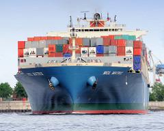 Containerfrachter MOL MATRIX auf der Elbe - das Frachtschiff hat eine Tragfähigkeit von 79312 t und kann 6724 TEU Container transportieren.