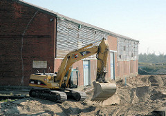 Beginnender Abriss der Lagerhäuser am Baakenhafen / Versmannkai. (2007)