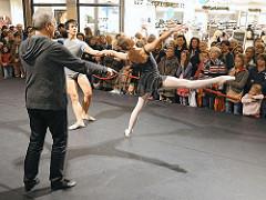 Präsentation der Ballettschule John Neumeiers im Alstertal Einkaufs Zentrum, AEZ.