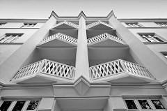 Expressionistische Fassadengestaltung - Balkons, Wohnhaus Hamburg Winterhude, Sierichstrasse.