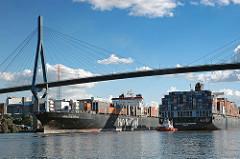 Containerschiffe auf dem Köhlbrand unter der Köhlbrandbrücke - Bilder von Hamburger Stadtteile - Hafengebiet Steinwerder.