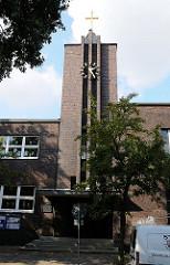 Backsteinkirche in Hamburg Ottensen - Osterkirche - Kreuzkirchengemeinde - erbaut 1931, Architekt Kurt Stoltenber, Büro Raabe & Wöhlecke.