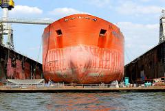 Ölproduktionsschiff UISGE GORM im Trockendock der Werft Blohm + Voss im Hamburger Hafen.