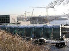 Blick über die Grosse Elbstrasse zur Baustelle Docklands, Baukräne (2004)
