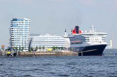 Kreuzfahrtschiff Queen Mary am Kreuzfahrtterminal Hafencity - Unilevergebäude.