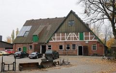 Bauernhof in Hamburg Hummelsbüttel Fachwerkfassade am Rehhagen Reithalle.