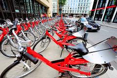 Fahrradverleih in der Hansestadt Hamburg - StadtRad Station in dem Stadtteil Hafencity.