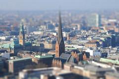 Rathaus + Petrikirche Hamburg