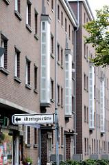 Wohnblocks an der Strassburger Strasse - Neues Bauen der 1930er Jahre in Hamburg Duldberg - Hinweisschild Altentagesstätte.