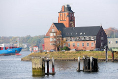 Lotsenstation an der Elbe, Seemansshöft am Bubendey Ufer  - historische Architektur Hamburgs - Oberbaudirektor Fritz Schumacher - Bilder aus Hamburg Waltershof.