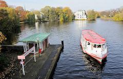 Anleger Krugkoppelbrücke - Alsterdampfer der weissen Flotte Alstertouristik.