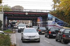 Strassenverkehr Eidelstedt - Elbgaustrasse - Verkehrsstau, Elbgaubrücke.