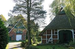 Fachwerkarchitektur - Reetdach an der Lemsahler Dorfstrasse