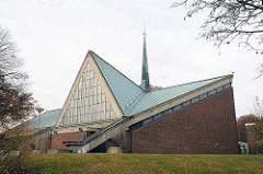 Kirche Heilig Kreuz - Katholisches Gemeindezentrum 1965 erbaut - Architekt j. Rau und W. Bunsmann.