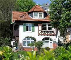 Villa im Grünen - Kurortarchitektur in Hamburg.
