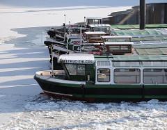 Barkassenliegeplatz im Hamburge Winter - Ausflugsschiffe im Eis, Barkassen im Winter; Liegeplätze.