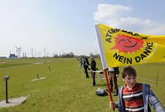 Atomkraftgegner Menschenkette AKW Brunsbüttel.
