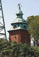 mit Kupfer gedecktes Turmhäuschen am Tidekanal - Wetterhahn auf der Dachspitze.