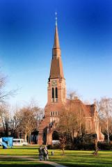 Blick auf die Wandsbeker Kreuzkirche - fertig gestellt 1910; Architekt Fernando Lorenzen.